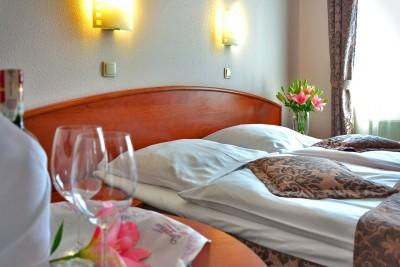 hotel-room-1261900_1280