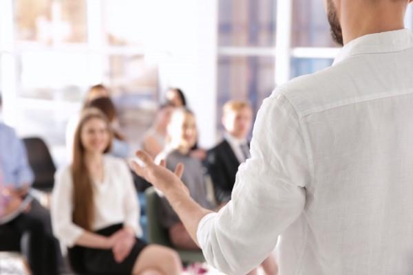 1対多でノウハウを指導する「スクールの作り方と売り方」          「西村シューフィットメソッドマスタースクール」をモデリングしましょう。
